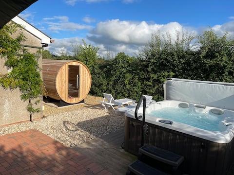 Hawthorn Lodge z jacuzzi, sauną i placem zabaw