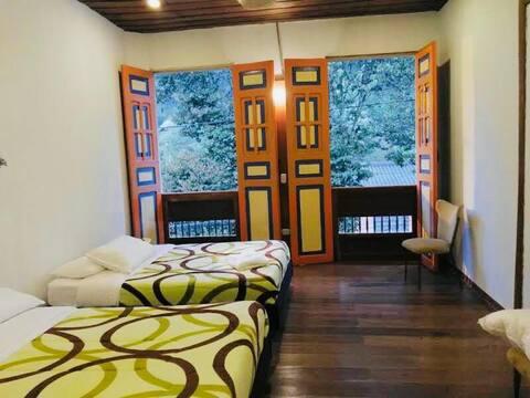 Hermosa Habitación 2 en Hostal con Desayuno  WIFI.