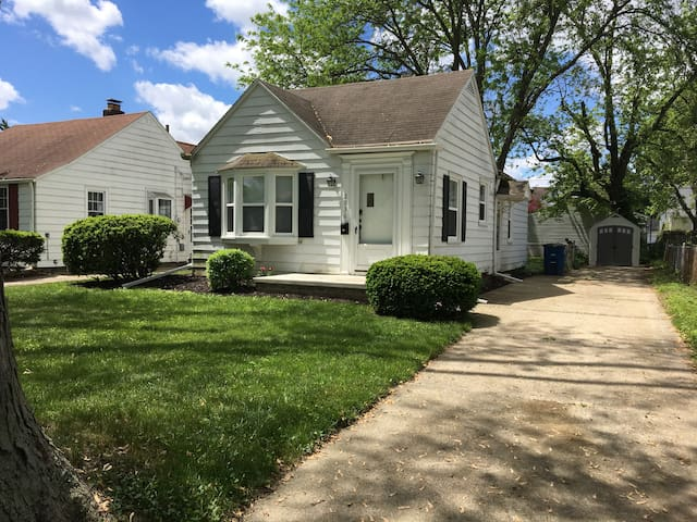 Quiet Cottage-5 min from UTMC Long Term Discounts!