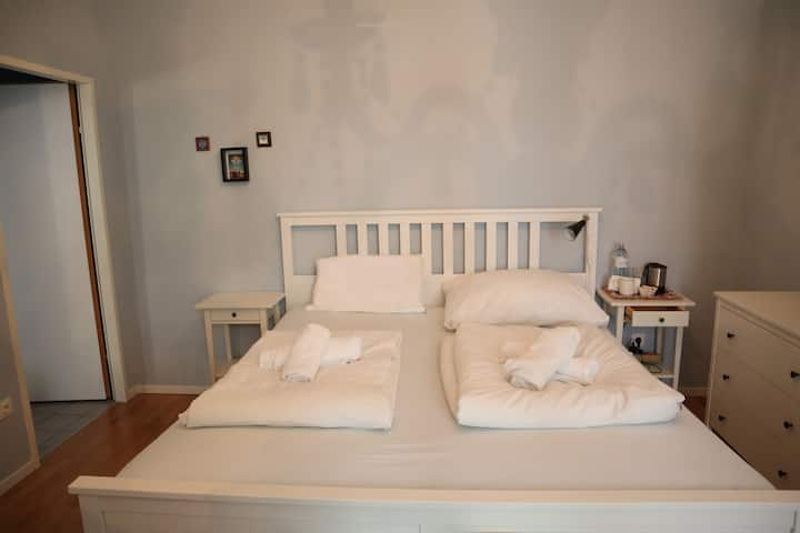 Perfect Location - Big Room - Bed Comfortable