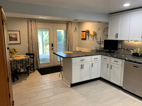 Modern 1 BR Handicapped accessible apartment