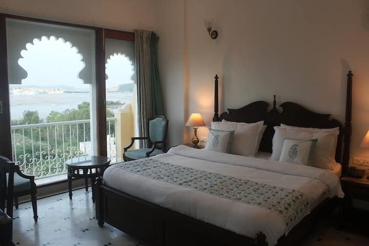 Burj Baneria, Lake Pichola Facing Bedroom
