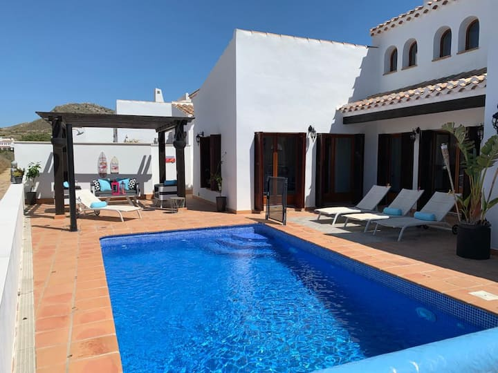 Luxury 3 bed villa on golf front with heated pool