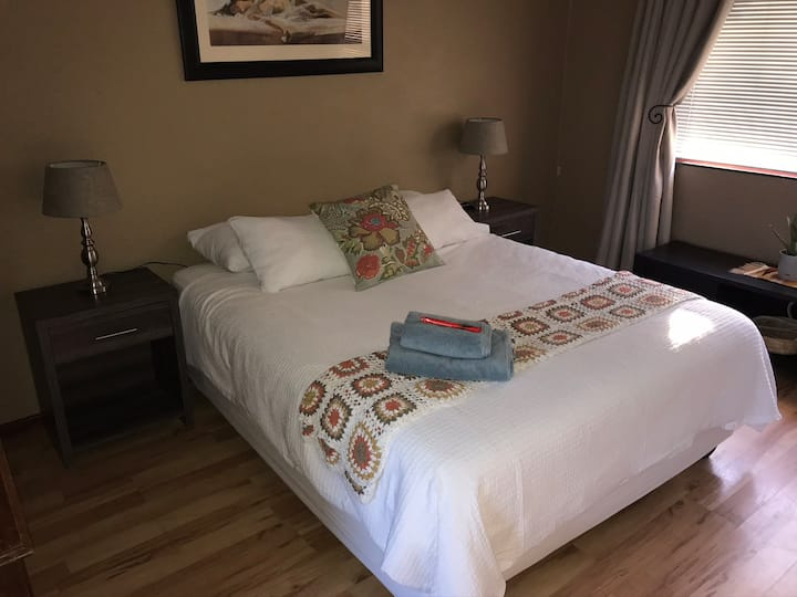Cozy room in family home 2min to N1, 7km to USB