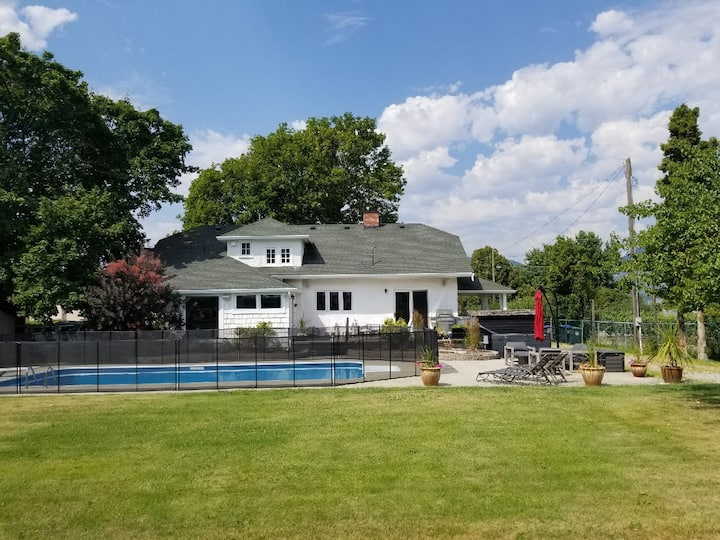 Updated Heritage House close to Naramata Bench