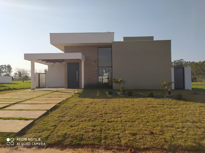 Casa de campo moderna em Resort no interior de SP