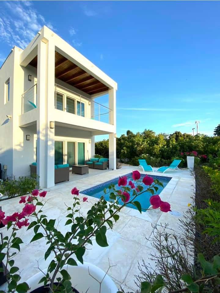 Modern villa | 250 yards to Grace Bay beach l Pool