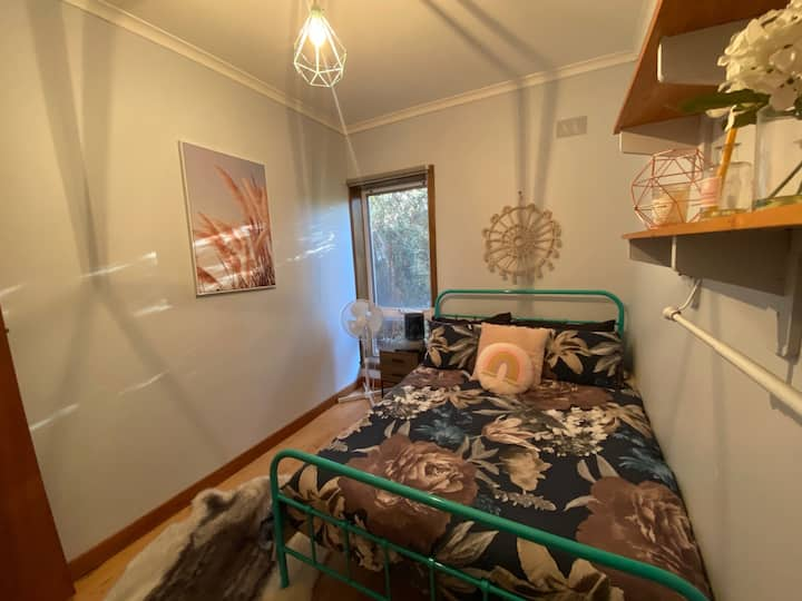 Stylish 1 min from beach Living with breakfast!