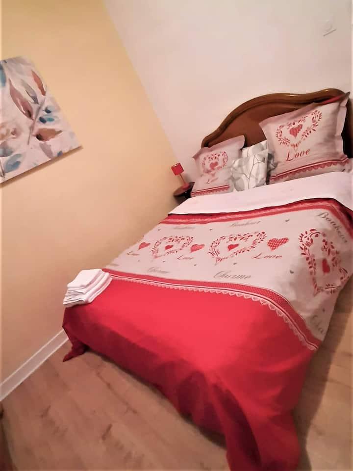 Chambre dans la joli villa