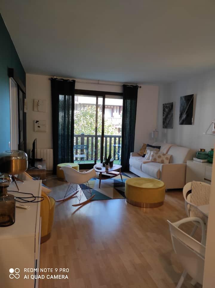 """Appartement rénové DEAUVILLE ,L'Hermitage 5 """" mer"""
