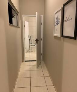 Corredores amplos e largura das portas 0,90 cm