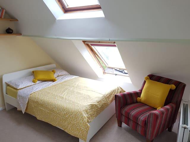 Ensuite Loft Room for Rent in Headington Quarry