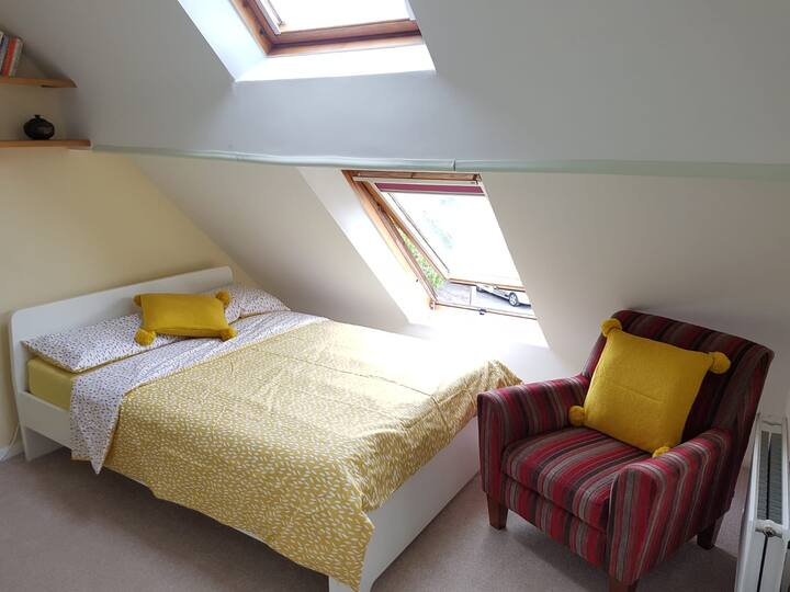 Ensuite Loft Room for Rent in Headington Quarry