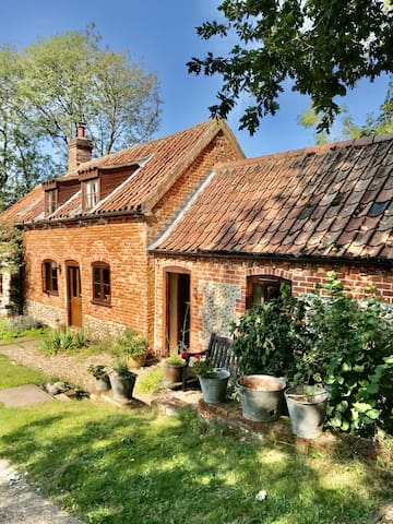 Poppy Cottage Barn
