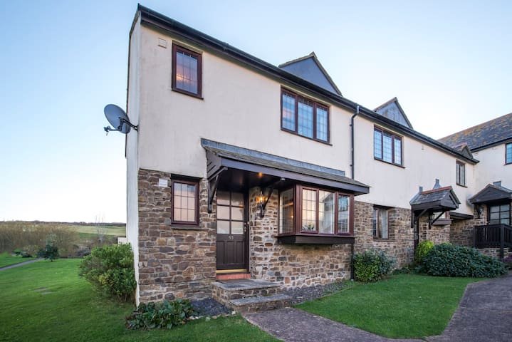 Charming 2-bed near Woolacombe, No.53 Willingcott