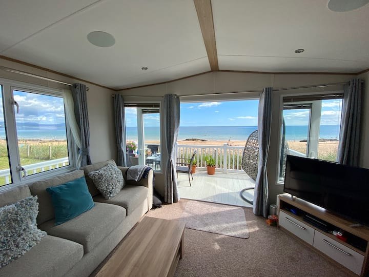 Beach front luxury caravan with stunning views