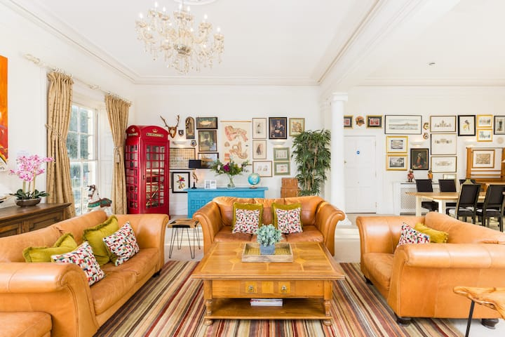 Open plan regency style apartment with parking