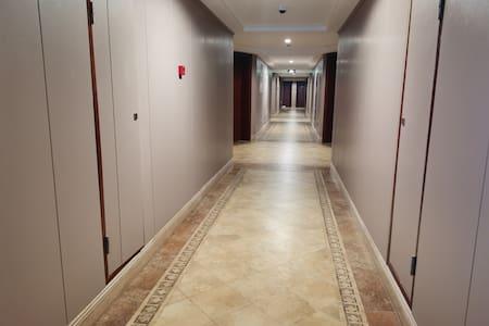 楼道照明良好