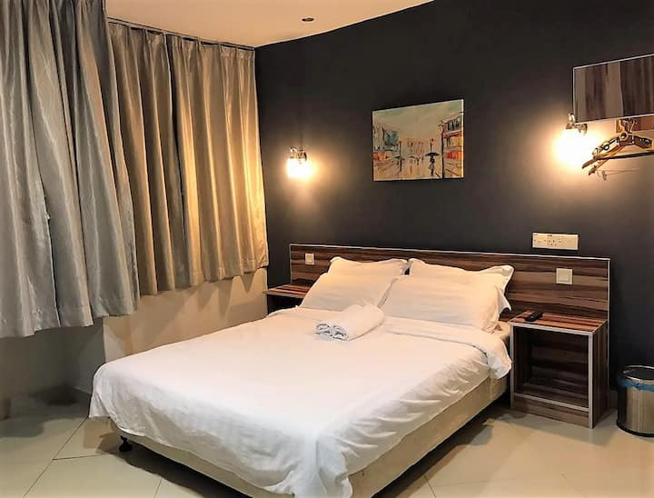 Superior Double Window Room #2 - ONE AVENUE HOTEL