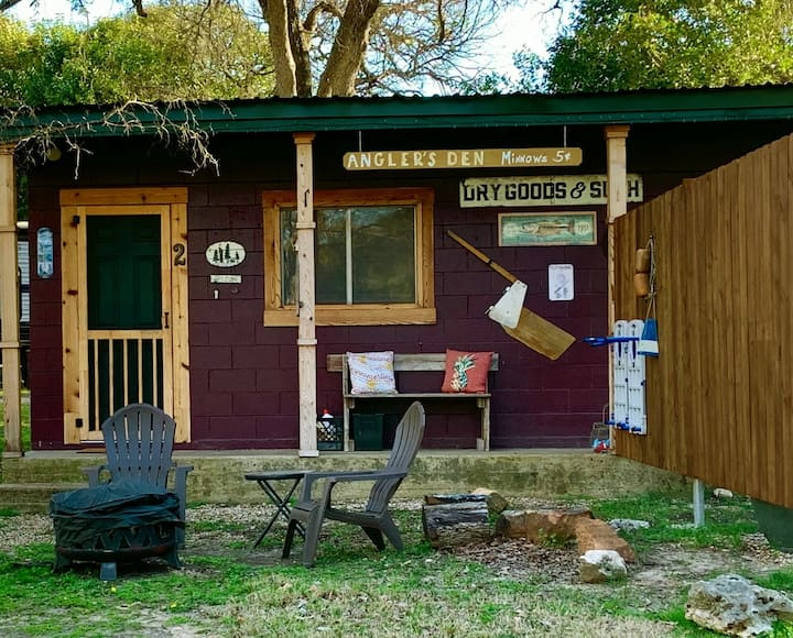Red Canoe Lodge - Angler's Den Cabin