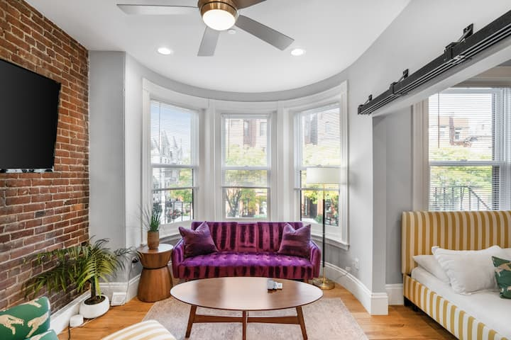 (PF2) Gorgeous Back Bay living!