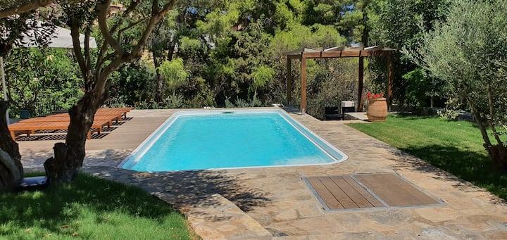 Beautiful 2 bedroom villa 500 m from the beach