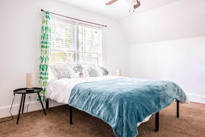 Cozy College Park Suite With A Modern Feel!