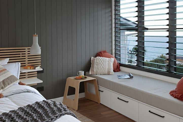Studio / day bed / ocean view