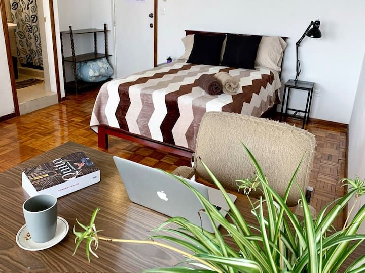 Bright Comfy Studio @ residential area, great wifi