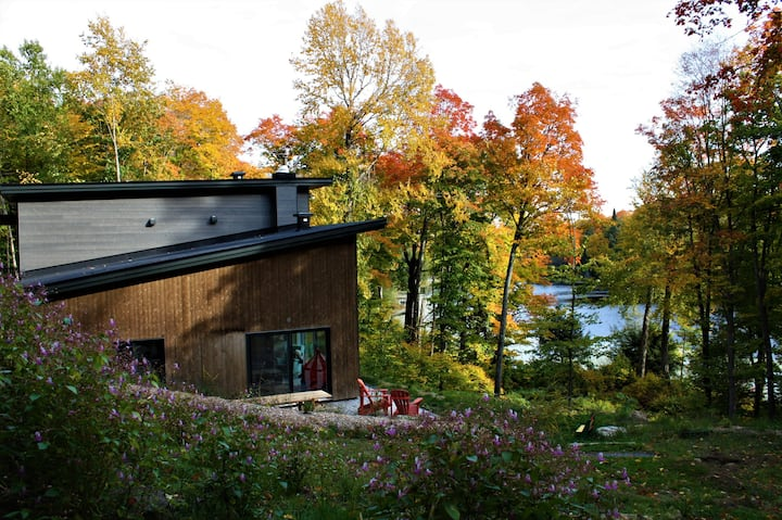 Ecological house surrounded by nature - Lakefront