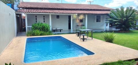 Casa espaçosa com Piscina em Eunápolis-BA