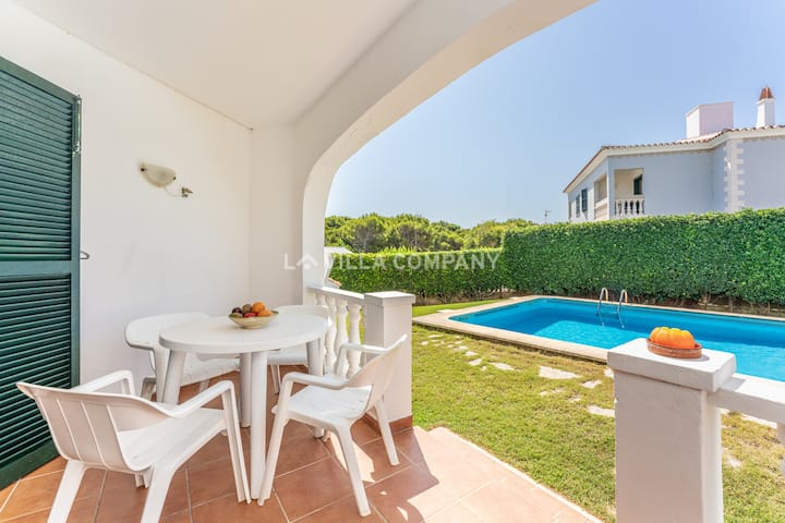 Apartment with pool, 5 mins to beach, WIFI