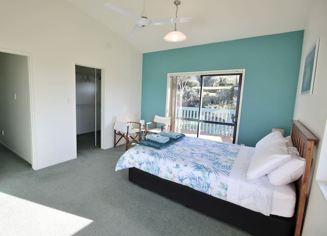 Top level Master bed room + access to walk in robe and full bathroom.  Patio door to your own private deck, the table and chairs can be moved out to this area.
