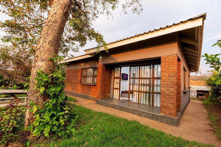 Clean Affordable Cottage in Victoria Falls
