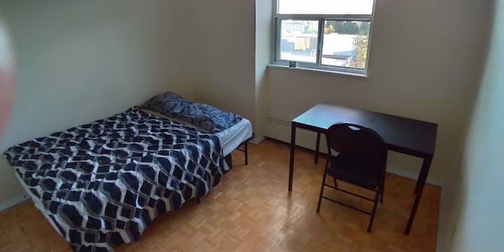 Safe/Spacious/Sunny/Quiet Room/No Cleaning Fee
