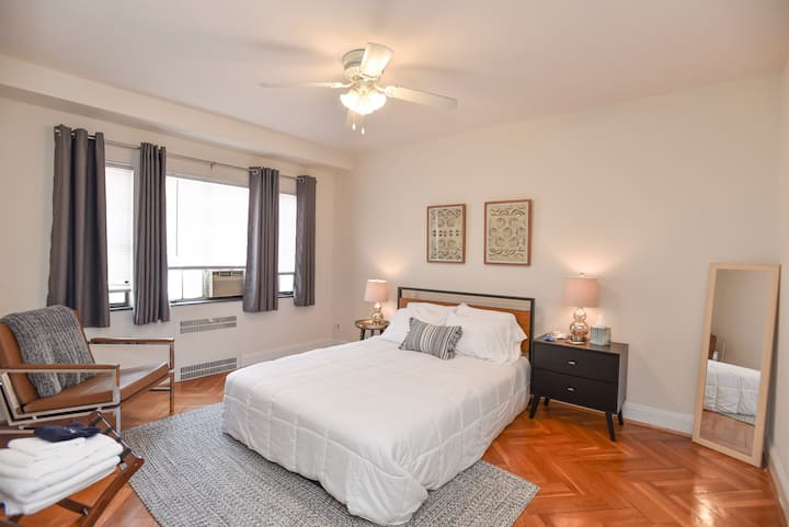 Cozy and Trendy apt in Hyde Park - Best Location!