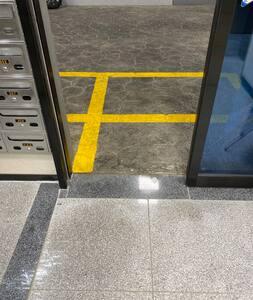 주차장에서 입구 및 엘리베이터까지 턱이 없습니다.