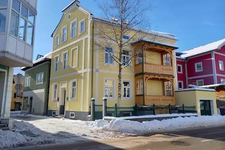 Hauseingang in der Seitenstraße