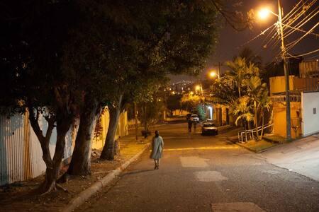 La colonia es segura y se puede salir a caminar por la noche o muy temprano por la mañana
