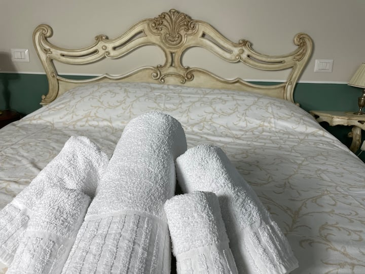 """""""Porta Santa Maria"""" camera in villa di charme"""