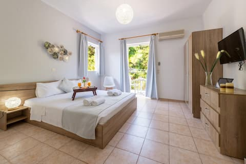 Comfort Room With Mountain View by Faro Del Porto