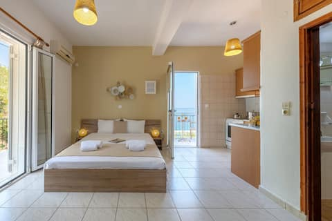 Deluxe Room by Faro Del Porto