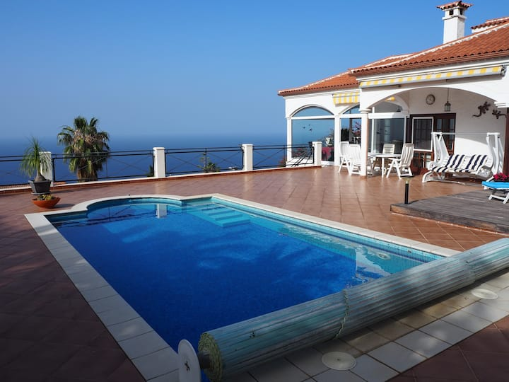 VILLA LOS MANZANOS+HEATED POOL+WIFI+BBQ