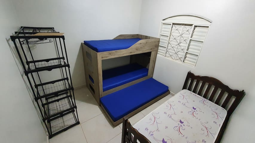 beliche com cama auxiliar e cama de solteiro - casa central
