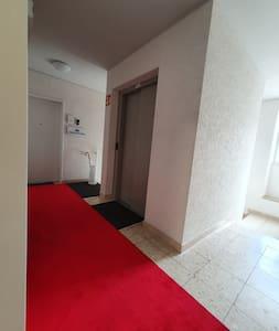 Ausgang aus dem Aufzug zum Apartment
