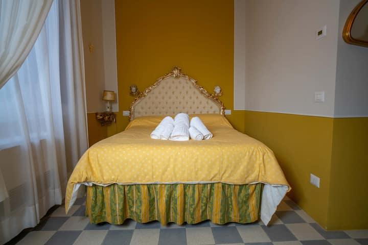 """"""" PORTA ELISA """" camera in villa di charme"""