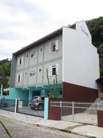 AMPLIO DEPARTAMENTO EN DOIS ANDARES - VISTA DO MAR
