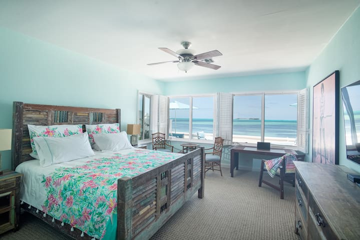 Ground floor Main Master bedroom with king-size bed.  Tastefully decorated Master bedroom. Enjoy waking up to the beautiful view of turquoise Bahamian waters.