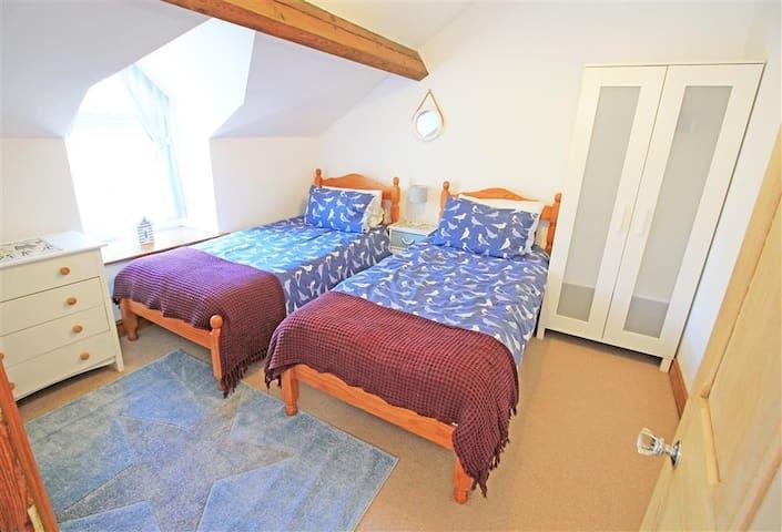 Bedroom 2 - Two single beds (2nd Floor)