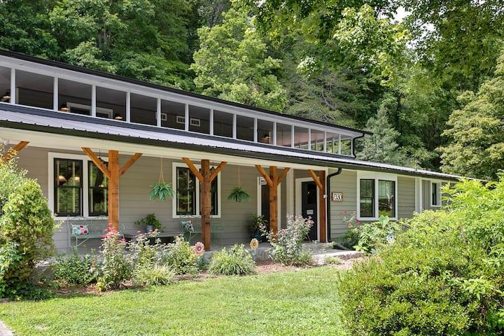 Retreat to GratiDude Lodge &  Inn - Leipers Fork